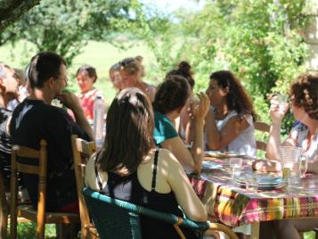 creatieve-vakantie-frankrijk-dineren-in-de-boomgaard-3