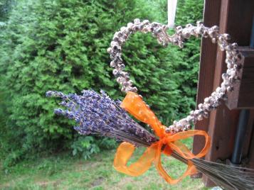 creatieve-vakantie-frankrijk-hart-met-lavendel-voor-het-raam