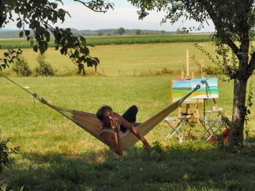 creatieve-vakantie-frankrijk-mathieu-in-hangmat