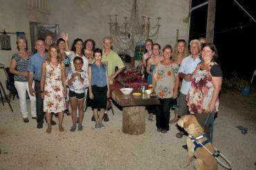 creatieve-vakantie-frankrijk-workshops-zingen-frankrijk-expositie-groepsfoto-2