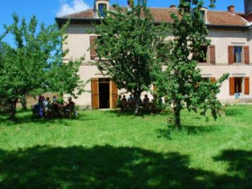 creatieve-vakantie-frankrijk-dineren-in-de-boomgaard-6