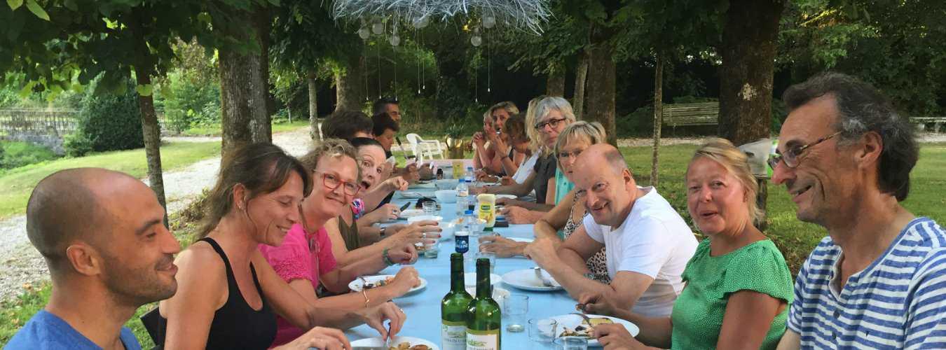 Creatieve vakantie Frankrijk buiten eten 3